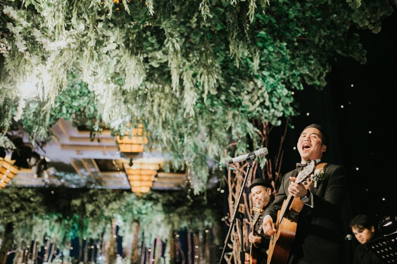 vioan ivan grand hyatt jakarta wedding ceremony iluminen photography ceremony singing