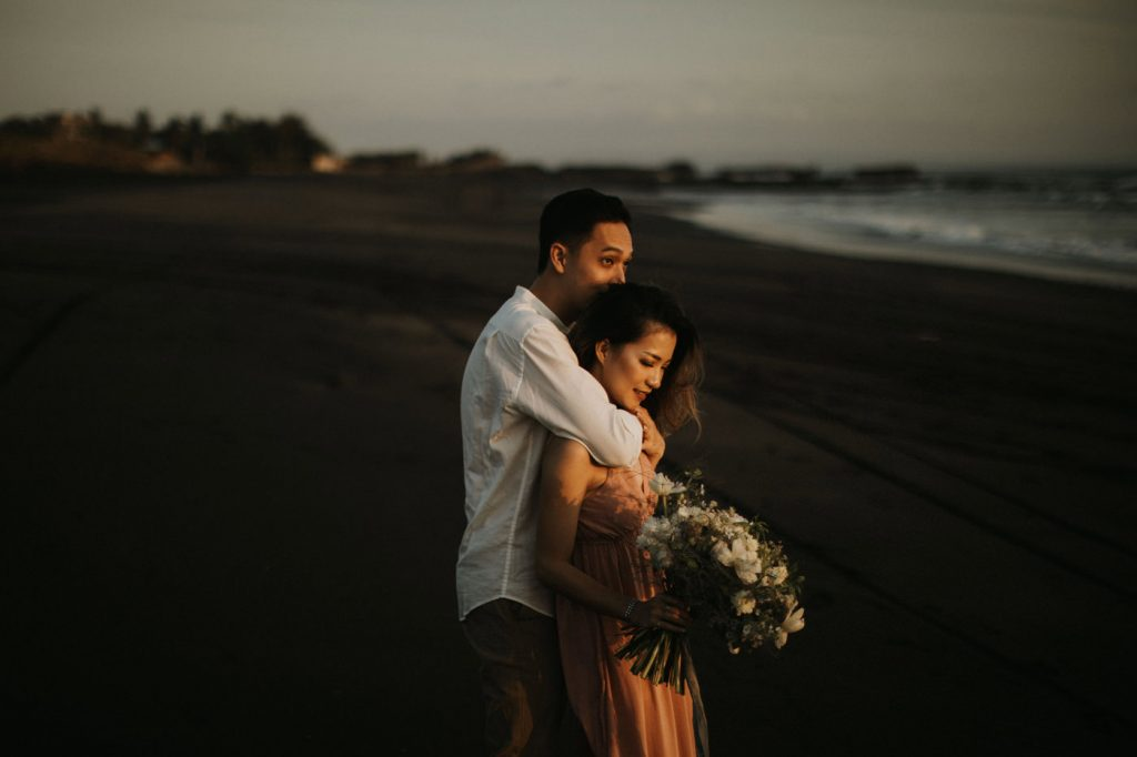 bali-prewedding-intimate-outdoor-session-wedding-photographer-beautiful-artistic-theresia-spencer
